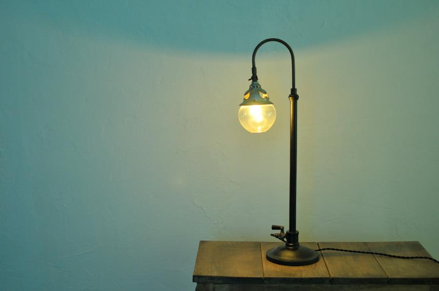 アンティークのスタンドライト照明